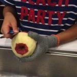子供のお料理を応援してほしい!手を切るリスクをグッと減らす手袋です!